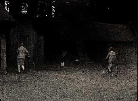 PETIT CHAT NOIR - DEPART A BICYCLETTE - JACQUELINE (135) (LE)