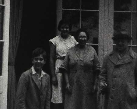 BAIN D'ANDREW ET GENEVIEVE - DR SINGER ET SA FAMILLE - KILMARTH (609)